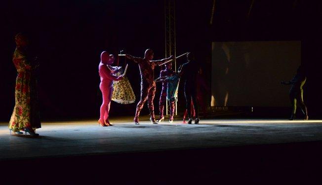 Multiversidade incluiu espetáculo de dança moderna. Crédito foto: Mariana Flores