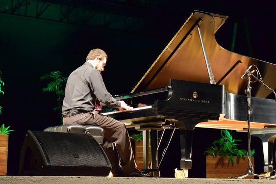 O diretor do espetáculo, Taiur Fontana, foi um dos professores que se apresentaram. Crédito foto: Mariana Flores