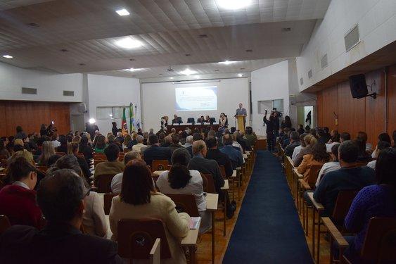 Auditório Gulerpe ficou lotado para o ato em defesa da abertura do Hospital Regional