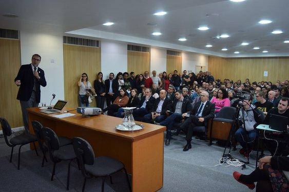 Audiência pública ocorreu nesta sexta (15) na sala 218 da reitoria. Crédito foto: Mariana Flores
