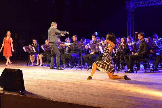 Grupo de Dança Jazz interagiu com a Banda Sinfônica ao som de trilhas sonoras