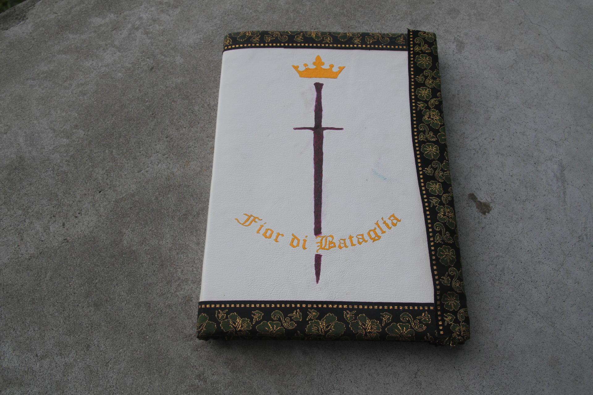 Foto mostra a capa do manual utilizado para a atividade