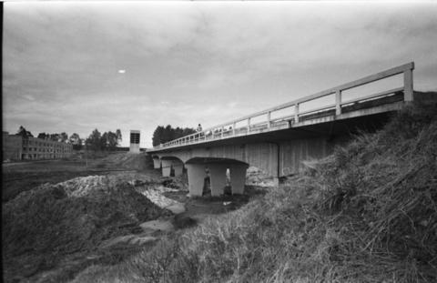 Foto preto e branco, ponte da UFSM em 1973