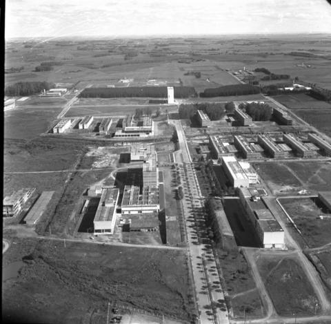 Foto preto e branca aérea da UFSM em 1975
