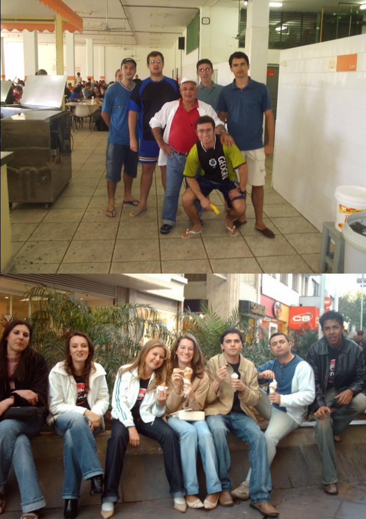 Composição de 2 fotos. Na de cima, 6 pessoas em pé no RU. Na foto de baixo, 7 pessoas sentadas no canteiro do Calçadão no centro de Santa Maria