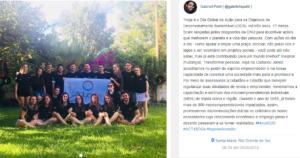 Captura de tela de computador mostrando uma foto da equipe da empresa júnior Caduceu Júnior segurando um banner da empresa. À direita,, um texto da conta no Instagram de Gabriel Puhl sobre desenvolvimento sustentável.