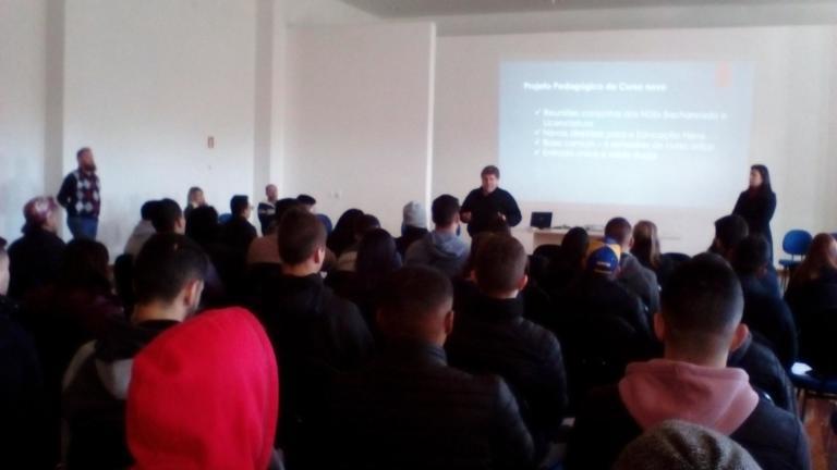 Diretor do CEFD, Prof. Rosalvo Sawitzki, dá as boas-vindas