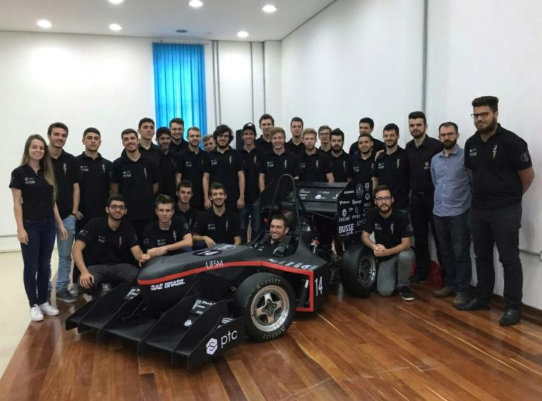 Equipe Formula reunida durante o lançamento do protótipo Granat (2017)