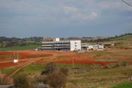 foto panorâmica dos prédios do CESNORS da UFSM ainda em fase de finalização.