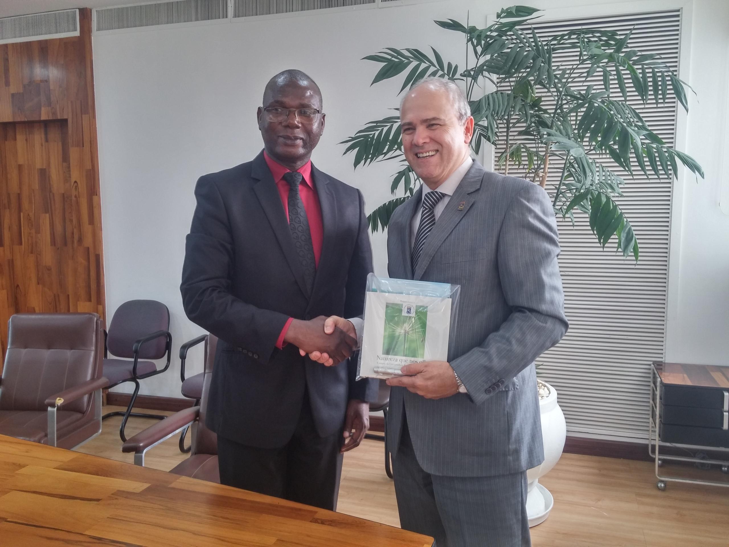 12 09 2017 Assinatura acordo Unizambeze Mirian Quadros 4