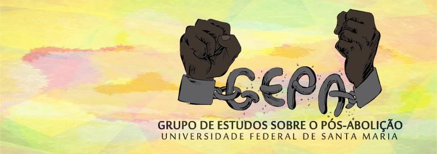 Duas mãos negras rompendo as correntes que formam o nome GEPA - Grupo de Estudos Pós-Abolição