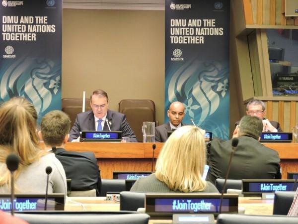 Audiodescrição: reitor Paulo Afonso Burmann discursando na ONU fim da audiodescrição
