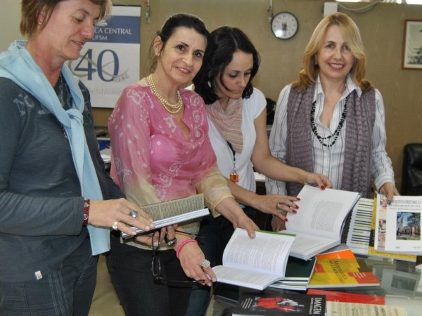 600x450-crop-90-images_fotos_eveventosacademicos_gerais_doao_de_livros_bc_ufsm_2012_2