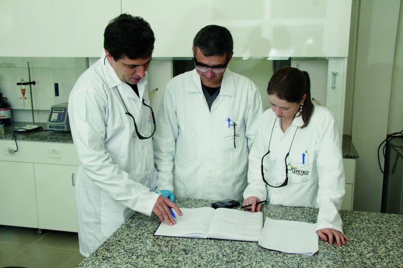 Érico, Cláudio e Paola, parte da equipe do Laqia no Cepetro