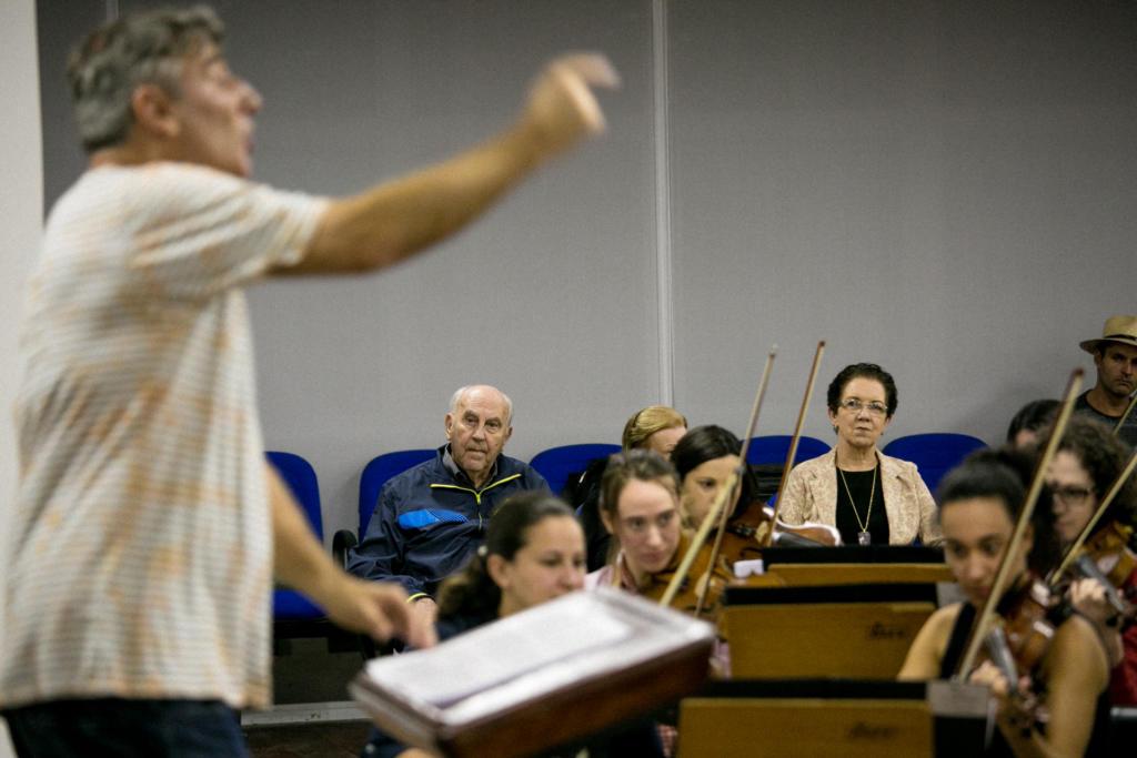 Frederico durante o ensaio da Orquestra Sinfônica de Santa Maria