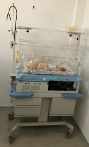 Incubadora para realizar treinamento em cuidados com lactentes em Unidade de Terapia Intensiva