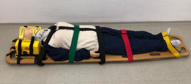 Manequim para treinamento de Reanimação Cardiopulmonar, tábua e colar para imobilização de coluna cervical